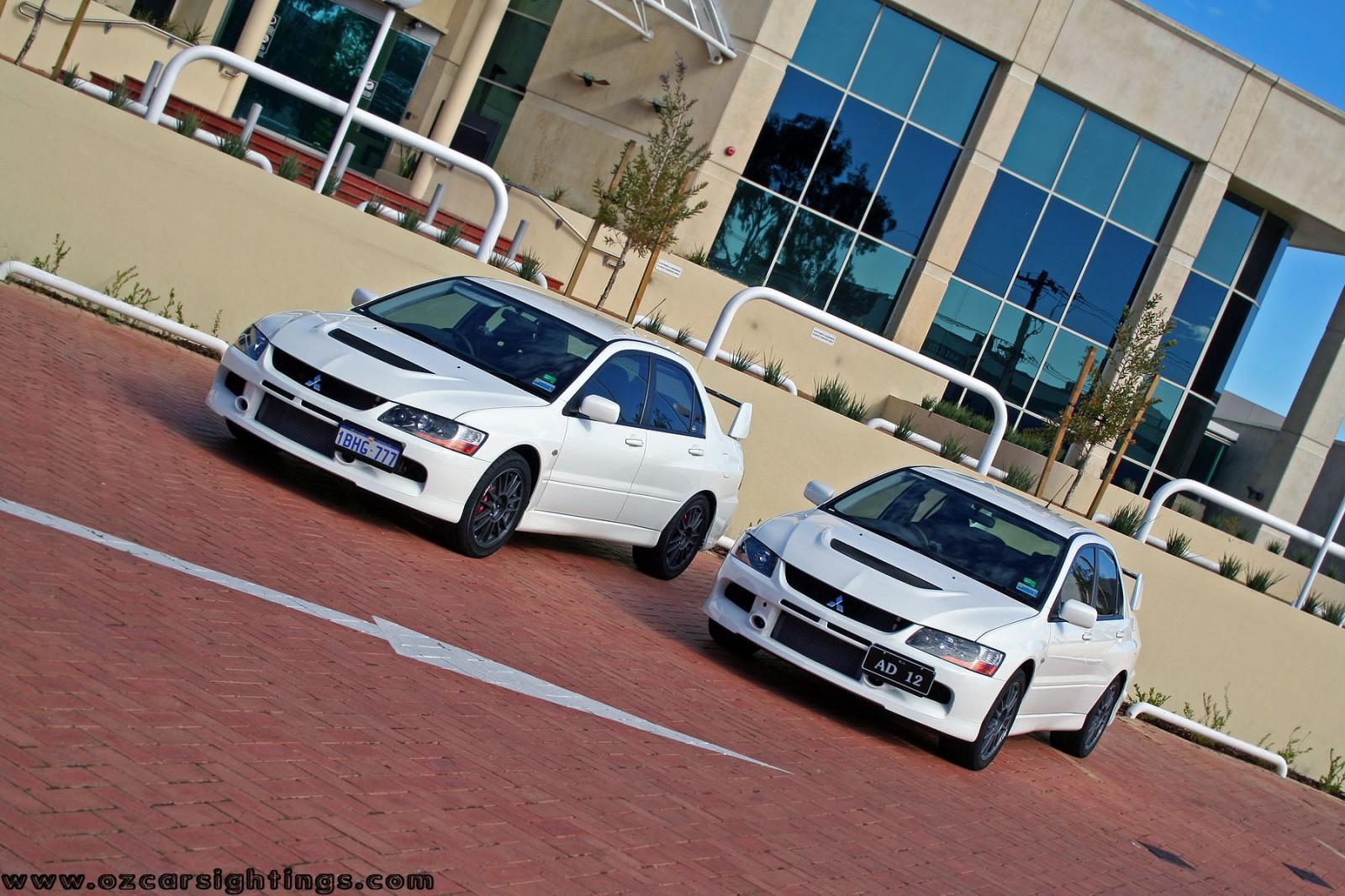Twin Mitsubishi Evo IX