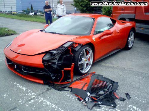 Imagem: Ferrari 458 acidentes Italia / destroços