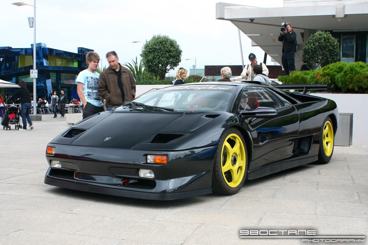http://aussieexotics.com/drivers/albums/userpics/10105/Lamborghini_Diablo_SVR_-_front_left_1_(Docklands,_Vic,_19_April_09).JPG
