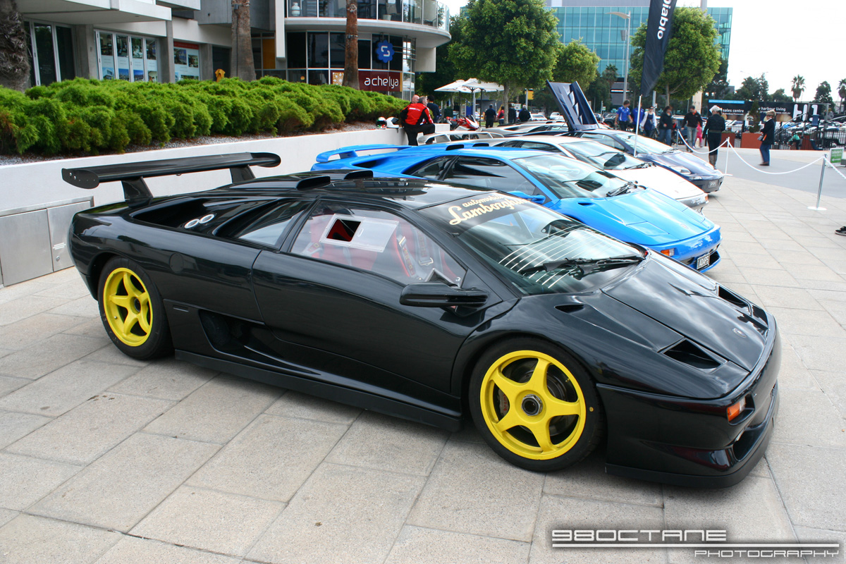 http://aussieexotics.com/drivers/albums/userpics/10105/Lamborghini_Diablo_SVR_-_front_right_(Docklands,_Vic,_19_April_09).JPG