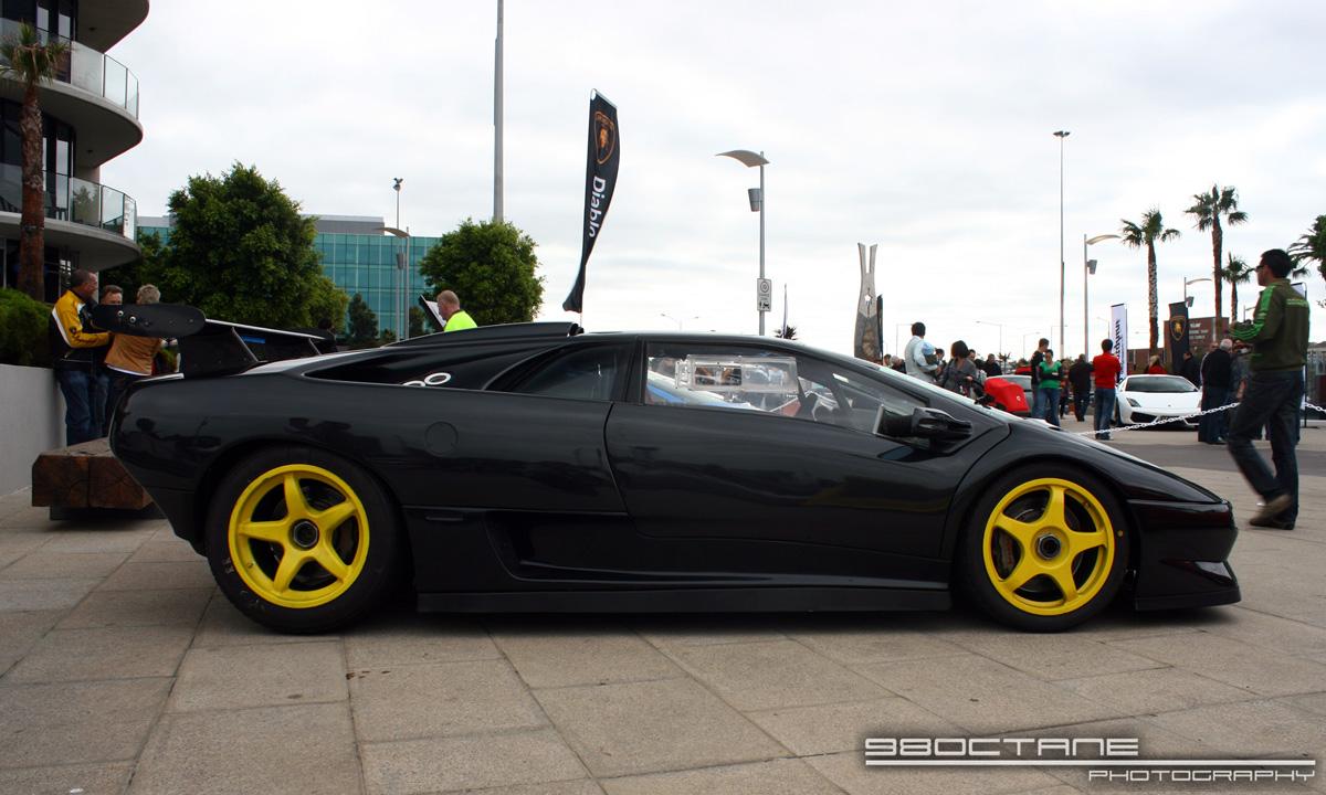 http://aussieexotics.com/drivers/albums/userpics/10105/Lamborghini_Diablo_SVR_-_profile_right_(Docklands,_Vic,_19_April_09).JPG
